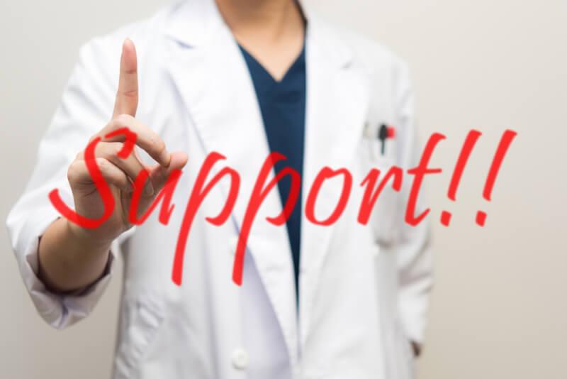 男性医師とサポート