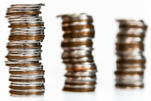 小分けされた硬貨の束